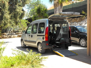 wheelchair accessible van, WAV, for guest at luz do sol, accessible car