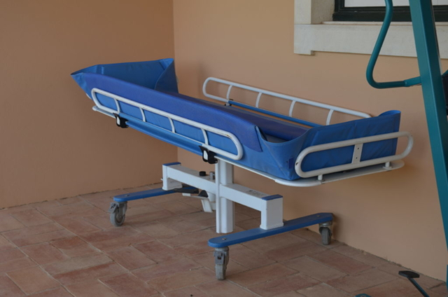 Holidays for the disabled, shower trolley, accessible villa, holiday villa for disabled, algarve, portugal