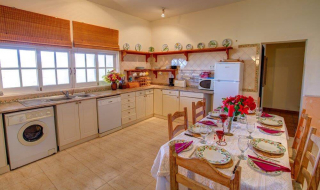 wheelchair freindly kitchen, accessible kitchen, holiday villa, algarve, portugal, accessible europe
