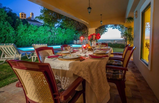 accessible terrace with BBQ, accommodation for the disabled, disabled villa for holidays