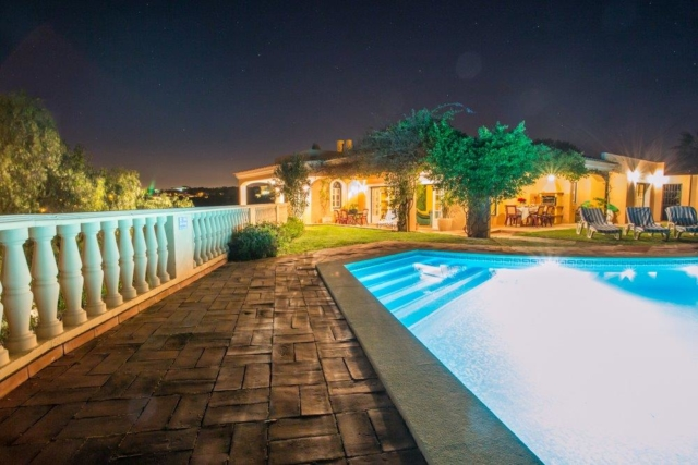 accessible holiday villa for the disabled, with pool lift and WAV, hoist, pool hoist