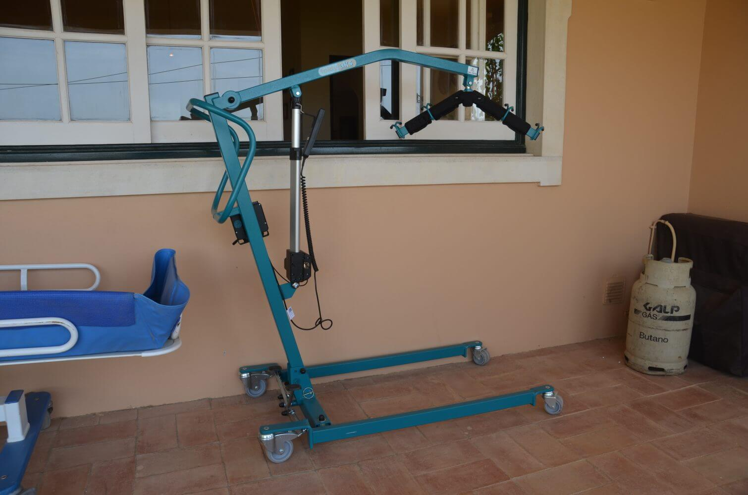 hoist for the disabled, holidays for the disabled, hoist, hoist for guests, algarve portugal