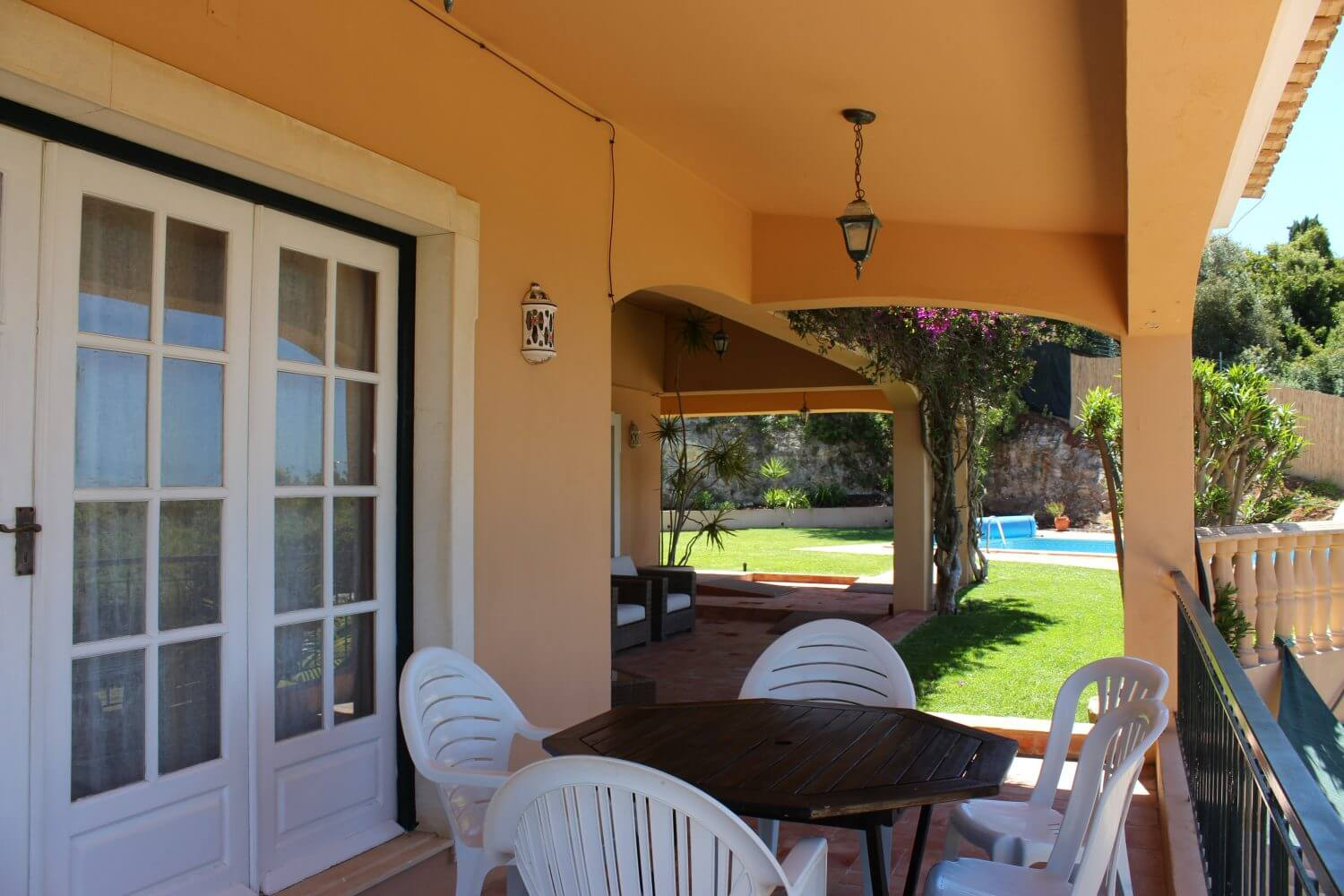 Wheelchair accessible terrace with sea views. Wheelchair friendly holiday villa Portugal