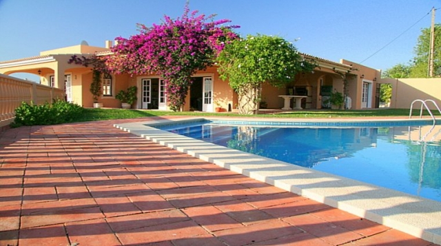 Wheelchair accessible holiday villa, with wheelchair accessible van, WAV, pool lift, hoist, shower trolley, algarve, portugal