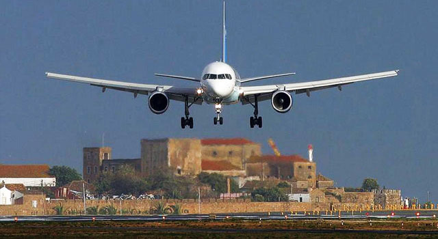 faro airport plane landing