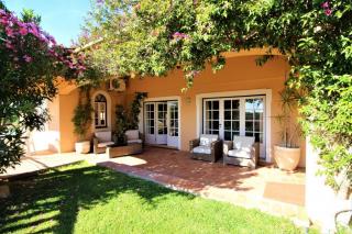 Wheelchair accessible terrace with sea views. Wheelchair friendly holiday villa Algarve